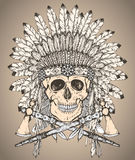 Übergeben Sie gezogenen gebürtigen indianischen Kopfschmuck mit dem menschlichen Schädel und Lizenzfreie Stockfotografie