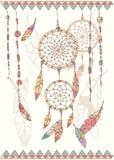 Übergeben Sie gezogenen Traumfänger, -perlen und -federn des amerikanischen Ureinwohners Lizenzfreies Stockbild