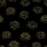 Übergeben Sie gezogenen Vektorlilien Goldkonturen nahtloses Muster auf dem schwarzen Hintergrund Lizenzfreie Stockfotos