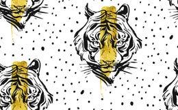 Übergeben Sie gezogener Vektorzusammenfassung kreatives nahtloses Muster mit Tigergesichtsillustration, goldener Folie und Tupfen stockfotos