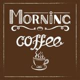 Übergeben Sie gezogenes Beschriftung ` Morgen-Kaffee ` mit Holzkohleneffekt und Ansicht eines Tasse Kaffees mit Dampf über braune Stockfoto