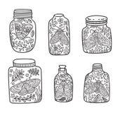 Übergeben Sie gezogenes Blumenglas mit Motte und Schmetterling Tintenvektorillustration Lizenzfreies Stockfoto