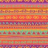 Übergeben Sie gezogenes helles und neues folklorisches nahtloses Muster Stockfotos