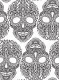 Übergeben Sie gezogenes nahtloses Muster mit den menschlichen Schädeln in der aufwändigen Art Lizenzfreie Stockfotos