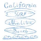 Übergeben Sie gezogenes skizziertes beschriftendes Strand-Brandungszeichen Kaliforniens Malibu, T-Shirt Druckdesign, grungy illus Lizenzfreie Stockfotografie