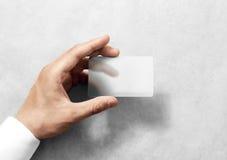 Übergeben Sie Griff leeres lichtdurchlässiges Kartenmodell mit gerundeten Ecken Lizenzfreie Stockfotografie