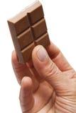 Übergeben Sie Holdingschokolade Lizenzfreie Stockfotografie