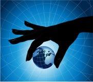 Übergeben Sie holdinh die Erde Stockfoto