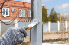 Übergeben Sie Malerei auf Stahlpfosten für den verzierten Bau und Garten Lizenzfreies Stockfoto