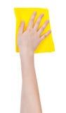 Übergeben Sie mit dem gelben waschenden Lappen, der auf Weiß lokalisiert wird Lizenzfreie Stockbilder
