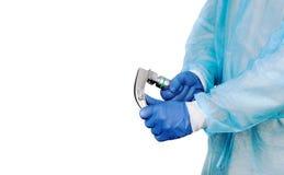 Übergeben Sie ` s Doktor, der den Kehlkopfspiegel hält, lokalisiert auf weißem Hintergrund lizenzfreies stockfoto