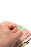 Übergeben Sie Stampfen auf einer Reihe kanadischen bankn otes stockbilder
