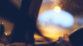 Übergeben Sie Steuerung am Fahrerstandort auf europäischen Landstraßen stock footage