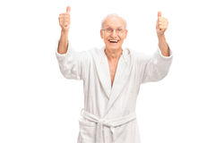 Überglücklicher Senior, der zwei Daumen aufgibt Stockbilder