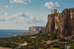 Überhängende Berge auf dem Meer Lizenzfreie Stockbilder