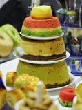 Überlagerter Kuchen stockfoto