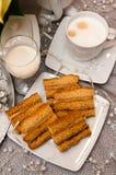 Überlagerter Kuchen des Bonbons mit Kaffee Weihnachtszusammensetzung Lizenzfreie Stockfotografie