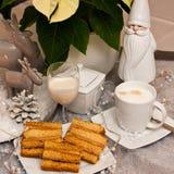 Überlagerter Kuchen des Bonbons mit Kaffee Weihnachtszusammensetzung Stockbild