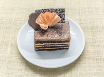 Überlagerter Kuchen des Schokoladenkaffees Lizenzfreie Stockfotografie