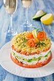 Überlagerter Salat mit der Avocado und Frischkäse der Lachse, Lizenzfreie Stockfotografie
