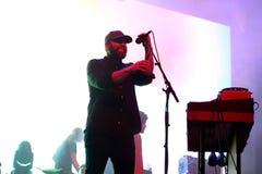 Überleben Sie Band der elektronischen Musik durchführen im Konzert Schwarz-Engeln an den Primavera-Ton-2017The, die psychedelisch lizenzfreies stockbild