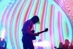 Überleben Sie Band der elektronischen Musik durchführen im Konzert Schwarz-Engeln an den Primavera-Ton-2017The, die psychedelisch lizenzfreie stockfotos