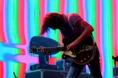 Überleben Sie Band der elektronischen Musik durchführen im Konzert Schwarz-Engeln an den Primavera-Ton-2017The, die psychedelisch stockfotos