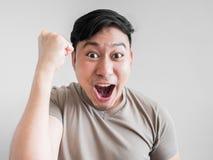 Übermäßig Schock- und Überraschungsgesicht des Mannes Stockfotos