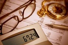 Überprüfen der Bilanz Stockbilder