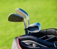 Überprüfen Sie bitte mein Portefeuille auf sportlicheren Abbildungen Tasche mit Golfclubs Lizenzfreie Stockfotos