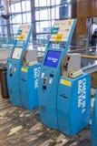 Überprüfen Sie herein Maschine an internationalem Flughafen Oslos Gardermoen Stockbild
