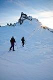 Überquerung einer Winter-Gebirgslandschaft Stockfotografie