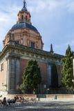 Überraschende Ansicht von St. Andrew Church in der Stadt von Madrid stockbilder