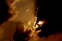 Überraschende ausgelöste Sonnenscheinhintergrundtapete lizenzfreie stockfotos