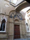 Überraschende gotische Architektur eines Altbaus stockfotografie