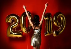 Überraschende schöne glückliche Frau der netten stilvollen Frau bei Feierpartei Eve Party neuen Jahres stockfotos