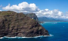 Überraschende szenische Vogelperspektive der Makapuu-Punkt-Leuchtturm-Hinterwanderung stockfoto