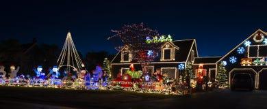 Überraschende Weihnachtshausdekorationen lizenzfreies stockbild