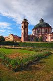 Überraschender Barock- und Renaissancepalast Jaromerice nad Rokytnou mit szenischem Garten vom 18. Jahrhundert lizenzfreie stockbilder