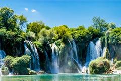Überraschender Kravice-Wasserfall in Bosnien und Herzegowina Lizenzfreie Stockfotos