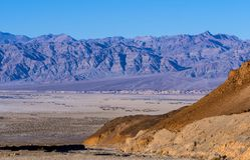 Überraschender Nationalpark Death Valley in Kalifornien an einem sonnigen Tag Lizenzfreies Stockfoto