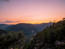 Überraschender Sonnenuntergang über Baakline, Berg der Libanon stockfotos