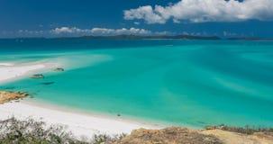 Überraschender Whitehaven-Strand in den Pfingstsonntagsinseln, Queensland, Australien stock video footage