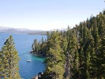 Überraschendes Lake Tahoe mit Bergen Lizenzfreie Stockbilder
