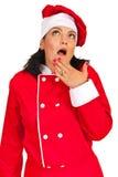 Überraschte Cheffrau, die oben schaut Lizenzfreie Stockfotos