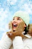 Überraschte Frau in der Winterkleidung Lizenzfreies Stockfoto