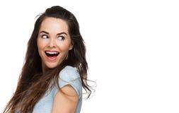 Überraschte Frau, die über Schulter schaut Lizenzfreie Stockfotos