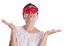 Überraschte Frau mit den lustigen Gläsern Herz-förmig Lizenzfreies Stockfoto
