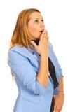 Überraschte Geschäftsfrau, die oben schaut Stockfotos