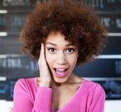 Überraschte junge Frau Stockbild